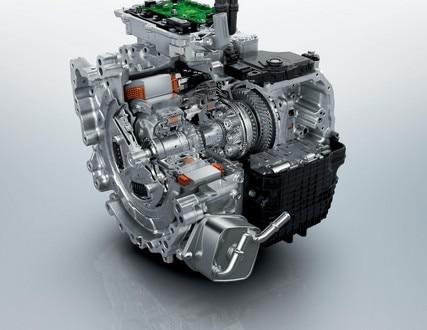 Novi SUV PEUGEOT 3008 HYBRID4: plug-in hibridni motor